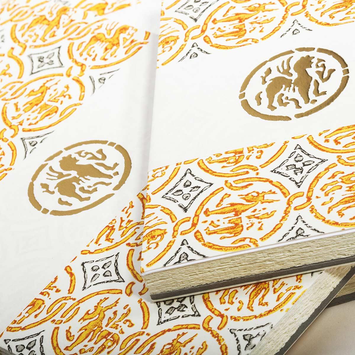 Carta sfrangiata con decori oro